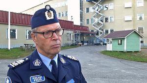 Oulun poliisipäällikkö Sauli Kuha Oulun vastaanottokeskuksessa Heikinharjussa.