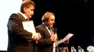 Pertti Alaja ja Michel Platini.