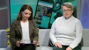 Studiossa turkulainen opettaja Maarit Korhonen (oik.) ja Ylen Uutisluokan tuottaja Hanna Visala.