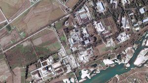Ilmakuva Pohjois-Korean Yongbyonin ydinvoimalasta 29. syyskuuta 2004.