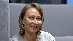 Sari Löllö opiskelee oppisopimuskoulutuksella johtajuutta.