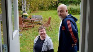 Tarja Rönkkö ja Osmo Heikkinen antavat mielenilmausulle kannatusta