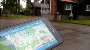 Mobiilisovellus näyttää kartalla Tehtaanmäen alueen kohteita