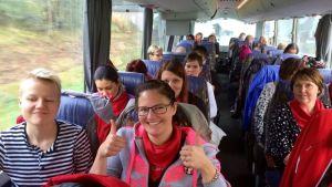 Pirkanmaalaisia matkallla palkansaajajärjestöjen mielenilmaukseen Helsinkiin