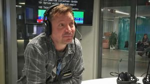 Pauli Hanhiniemi Tampereen Radion studiossa Mediapoliksessa
