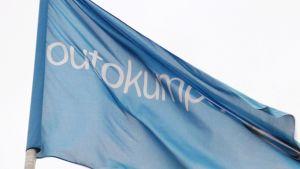 Teräsyhtiö Outokummun lippu.