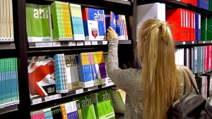 Oppikirjat myymälä.