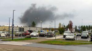 Oulussa  alkavaa pelastusharjoitsta valmisteltiin heti aamusta lentoaseman luona.