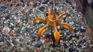 Jätteitä Tarastenjärven jätteenpolttolaitoksella