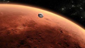 Piirroskuva Marsin punaisesta, kraatterien kuvioimasta poskesta, jota lautasmainen luotain lähestyy.