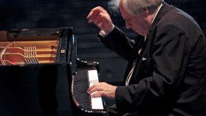 Venäläinen pianisti Grigori Sokolov esiintymässä Portugalissa toukokuussa 2009.