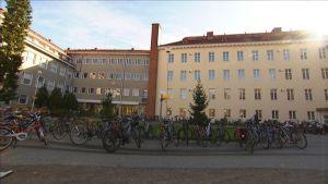 Ulkokuva normaalikoulun rakennuksesta Jyväskylässä.
