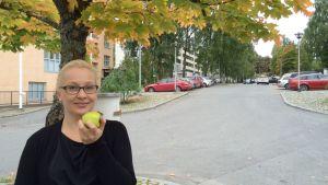 Ravitsemusterapeutti Anette Palssan mukaan suomalaiset syövät liian vähän kasviksia.