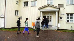pakolaiset pakolaiskeskus