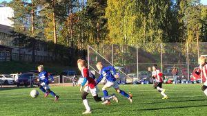 Jalkapalloilijoita Saimaa-turnauksessa.