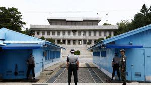 Etelä-Korean sotilaat vartiossa maiden välisellä rajalla.