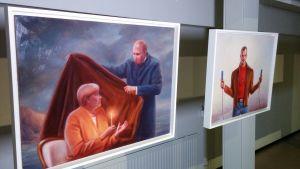 Kaj Stenvallin teoksia näyttelyssä Outokummun vanhalla kaivoksella.