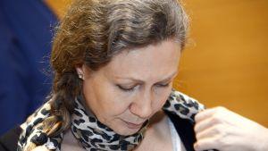 Anneli Auer oikeudenkäynnissä Satakunnan käräjäoikeudessa 4. lokakuuta 2013.