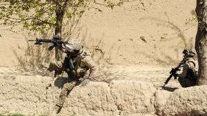 Suomalaisia rauhanturvaajia Mazar-i-Sharifin alueella huhtikuussa 2011.