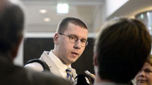 Sebastian Tynkkynen perussuomalaisten eduskuntaryhmän kokouksessa Helsingissä torstaina 8. lokakuuta.