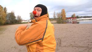 Petri Julkunen punainen nenä päässä.