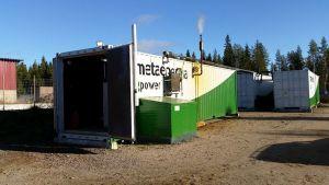 Maatilakokoluokan biokaasulaitos on Haapveden Vinkin tilalla sijoitettu kolmeen merikonttiin.