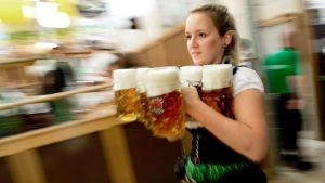 Suuret annoskoot ovat tuttuja Oktoberjuhlista Saksassa.