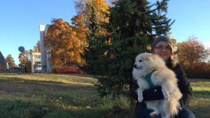 Virpi Kosonen ulkoilutti Torres-koiraansa Mikkelissä.