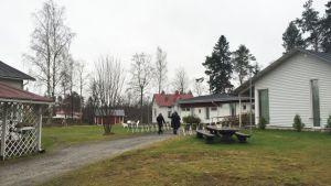 Luonnonkauniin Onnelan omistaa enennaltaehkäisevää työtä tekevä Lomakoti Onnela ry.