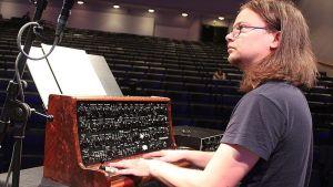 Jonte Knif suunnitteli Knifonium-syntikasta mahdollisimman keikkakelpoisen.