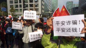 Kiinalaiset sijoittajat osoittivat mieltään rahoitusyhtiö Ping Ania vastaan Pekingissä.
