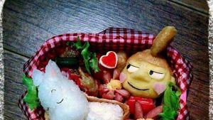 """Riisistä, merilevästä, kasviksista ja munista muotoillut hahmot ovat osa japanilaisen pop-kulttuurin """"kawaii"""" eli suloisuus-teemaa."""