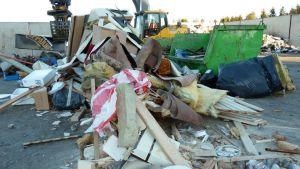 Sekalaista kaatopaikkajätettä jätekeskus Jäkälässä