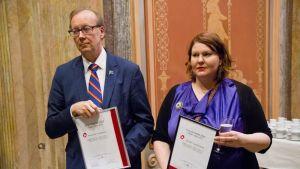 Vuoden koltta 2015-palkinnon vastaanottivat Suomen Kansallisarkiston pääjohtaja Jussi Nuorteva ja Saamelaisarkiston hoitaja Suvi Kivelä