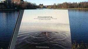 Vanajavesikeskuksen kirja Pisaroita - tarina Vanajaveden seudun ihmisistä ja vähän vedestäkin