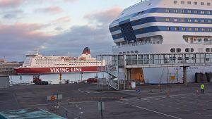 Ruotsinlaivoja satamassa.
