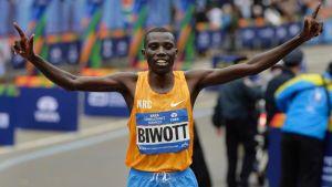 Stanley Biwott juhlii New Yorkin maratonin voittoa.