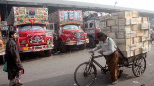 Rekkaparkki Intian Delhissä.