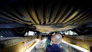 Autoa katsastetaan katsastusasemalla Espoossa.