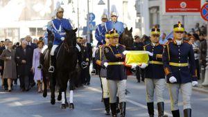 Kuningattaren sydän siirrettiin Bukarestin luonnontieteellisestä museosta Pelisorin linnaan.