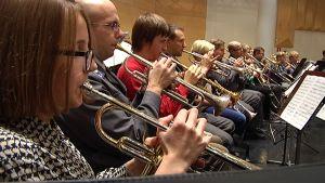 Trumpetistit soittavat Finlandiaa