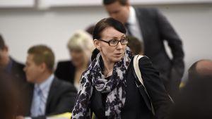 Sosiaali- ja terveysministeri Hanna Mäntylä eduskunnan täysistunnossa Helsingissä 3. marraskuuta 2015.