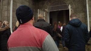 Kakolan vankilakierroksella yleisön tehtävänä oli olla hiljaa. Silti kaikki nauttivat.