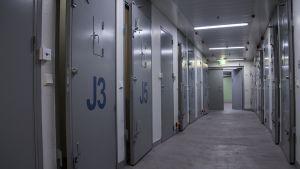 Jyväskylän vankilan käytävä.