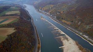 Pfalzgrafensteinin tullilinna Reinin rantatörmällä lähellä Kaubin kylää Saksassa.