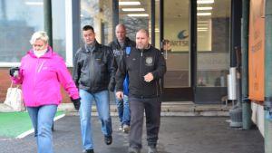 Wärtsilän työntekijät marssivat ulos 13.11.2015 vastalauseena irtisanomisille.