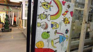 Ikkunatehtaalta lastensairaalaan lähtevä ikkuna