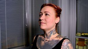 Seinäjokelaisella Terhi Säilällä on tatuointeja ympäri kehoa.