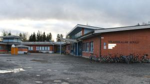 Koulurakennus ulkoa