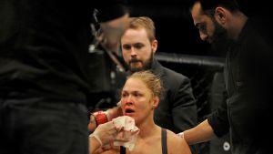 Ronda Rousey koki kovia UFC-titteliottelussa